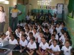 Los niños y educadores muy atentos a la charla